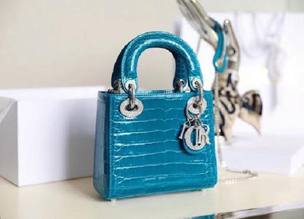 Mini Lady Dior - nâng tầm cho sự quý phái